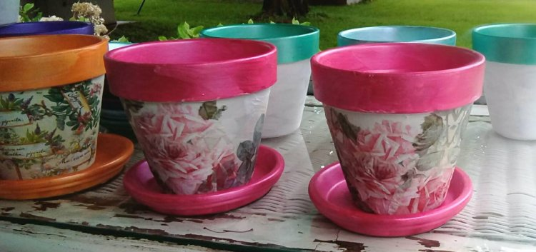 "6"" terra cotta planters, pink with roses - Click Image to Close"